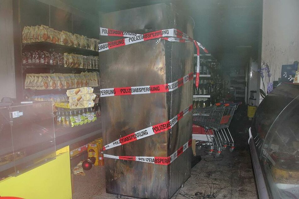 Dieses Kühlgerät ging am Nachmittag in Flammen auf.