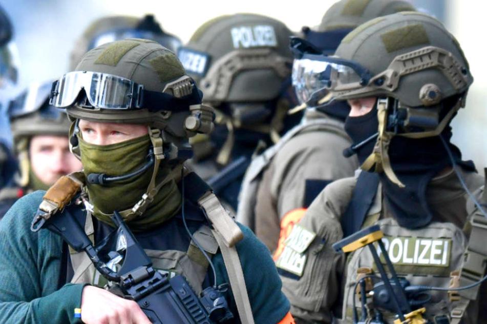 Die Polizei hat in Berlin fünf Wohnungen von Linksextremisten durchsucht (Symbolbild).