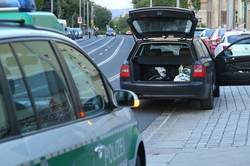 Auf der Pennricher Straße wurde der flüchtende Kriminelle dann von einem Fährtenhund aufgespürt. Die Beamten nahmen den Mann schließlich fest.