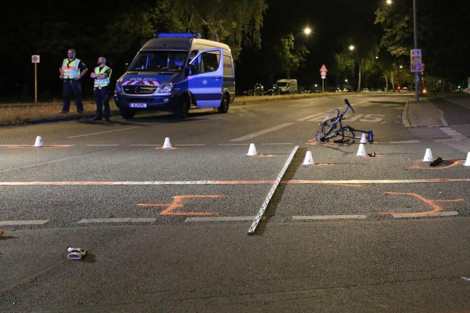 Fahrradfahrer bei Unfall durch die Luft geschleudert: Bike in zwei Teile gerissen