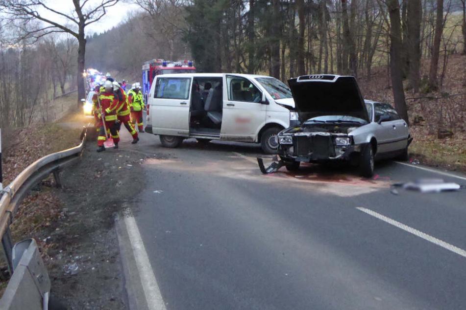 Schwerer Unfall mit Schulbus im Vogtland: Fünf Verletzte