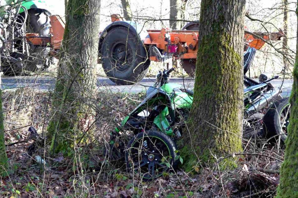 Tödlicher Überholvorgang: Quad-Fahrer prallt frontal gegen Baum