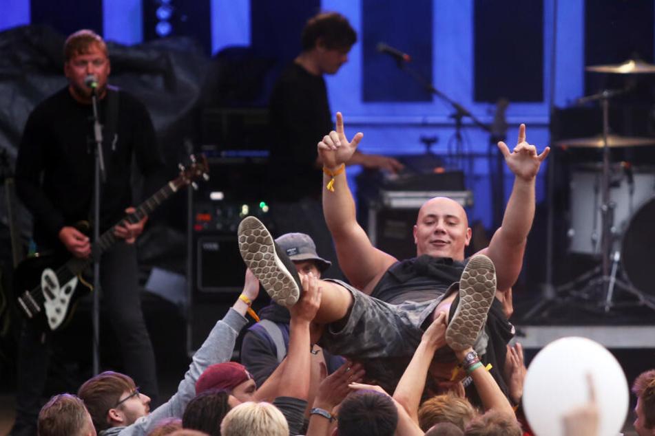 "Die Punkband ""Dritte Wahl"" spielt auf dem Open-Air-Musikfestival ""Jamel rockt den Förster""."