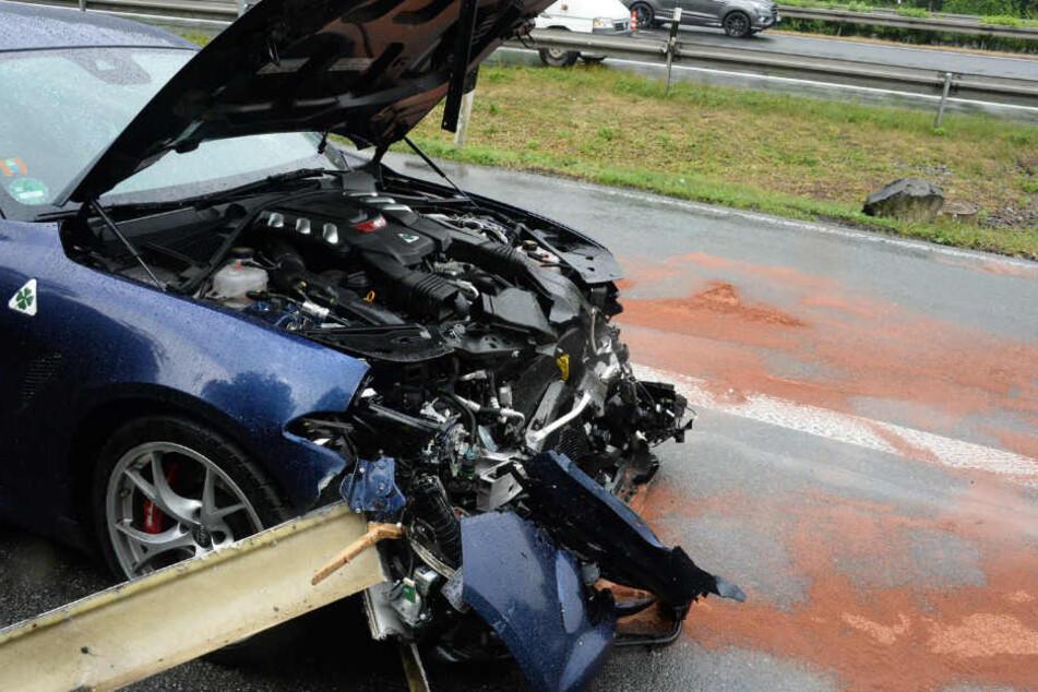 Auch ein Alfa Romeo war nach dem Unfall nur noch ein Totalschaden.