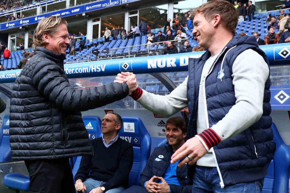 Kennen sich schon länger: Markus Gisdol (links) und Julian Nagelsmann (rechts) 2017 beim Spiel Hamburg gegen Hoffenheim.