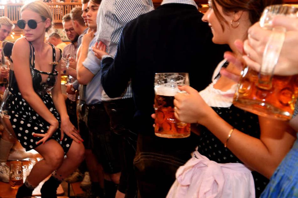 Sicheres Oktoberfest? Deutlich mehr Frauen als im Vorjahr brauchen auf Wiesn Hilfe
