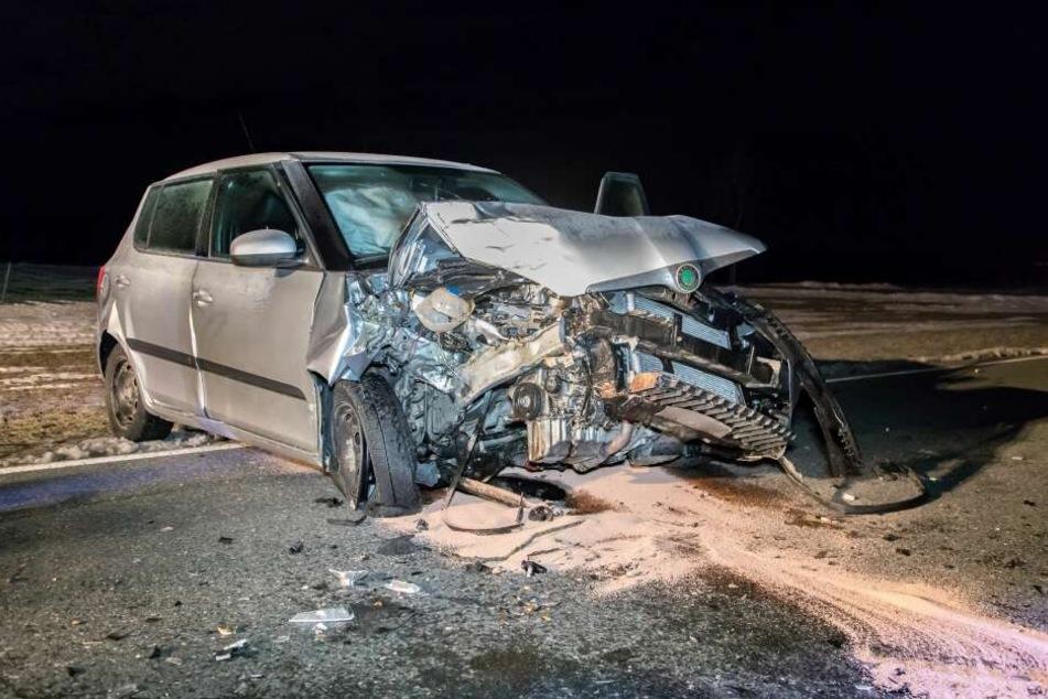 Das Auto wurde stark demoliert.