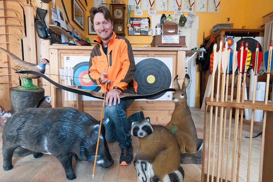 Knut Kieschkar (49) trainiert seit zehn Jahren Bogenschützen.