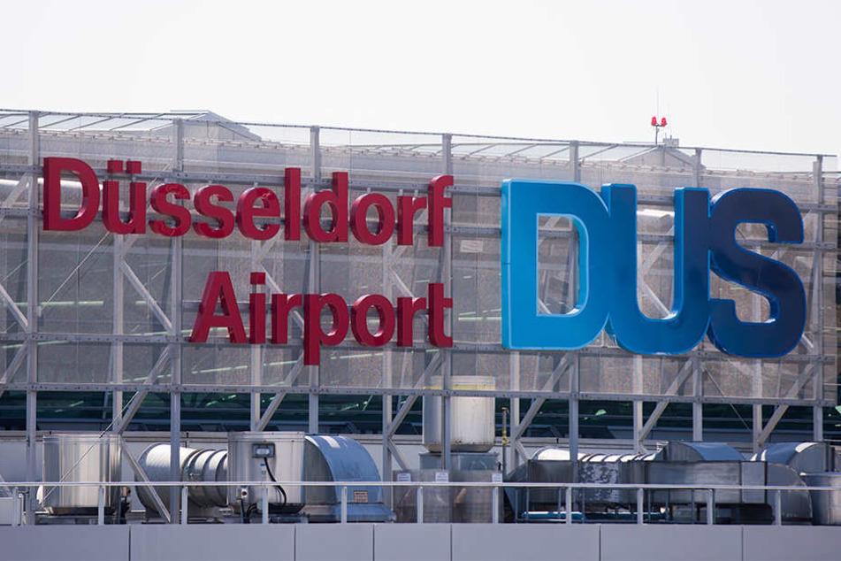 Der Ex-Leibwächter des getöteten Al-Kaida-Chefs bin Laden ist Sicherheitskreisen zufolge vom Flughafen Düsseldorf nach Tunesien abgeschoben worden.