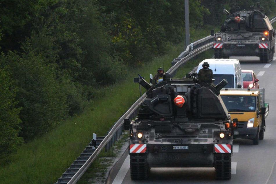 Panzer rollen durch OWL: Bundeswehr mit Großübung