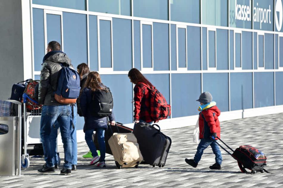 Das Statistische Bundesamt rechnet nach einem Zeitungsbericht mit einer dauerhaft erhöhten Zuwanderung nach Deutschland (Symbolbild).