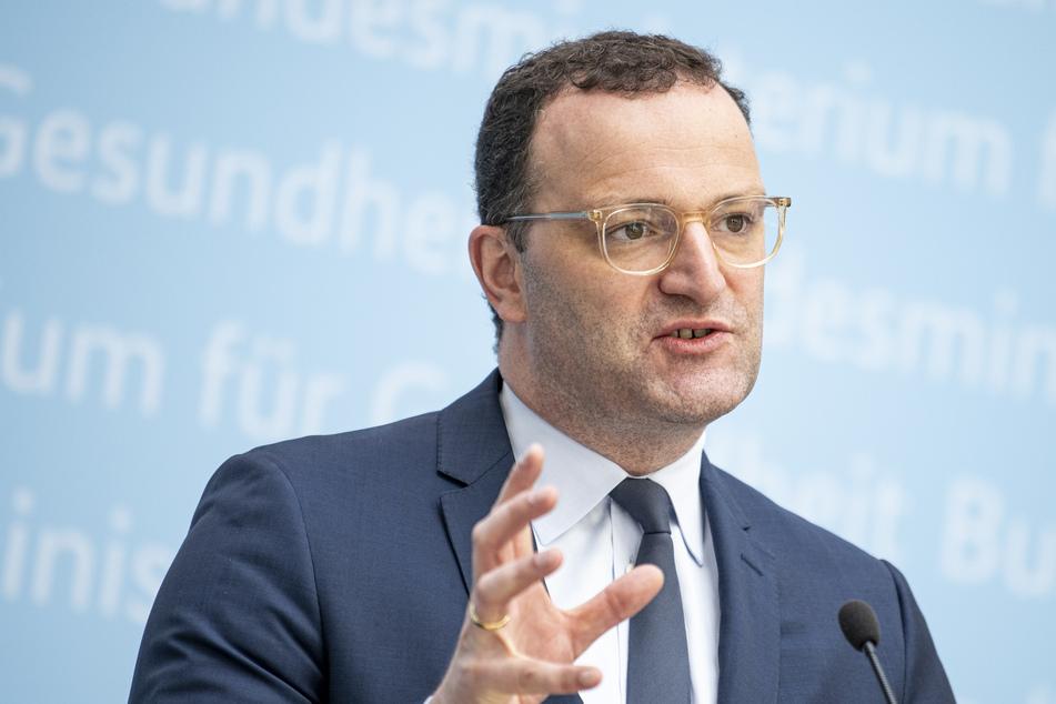 Gesundheitsminister Jens Spahn (41, CDU) hofft, dass in wenigen Monaten auch Kinder geimpft werden können.
