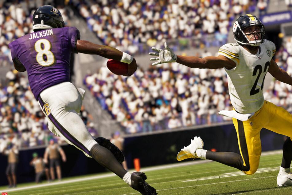 Madden NFL 21 Cover-Athlet und Star-Quarterback Lamar Jackson von den Baltimore Ravens entwischt Cornerback Steve Nelson von den Pittsburgh Steelers.