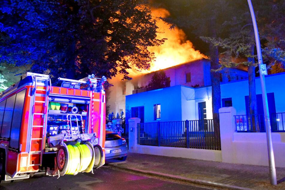 Grunewald-Villa brennt lichterloh: Frau kommt ins Krankenhaus