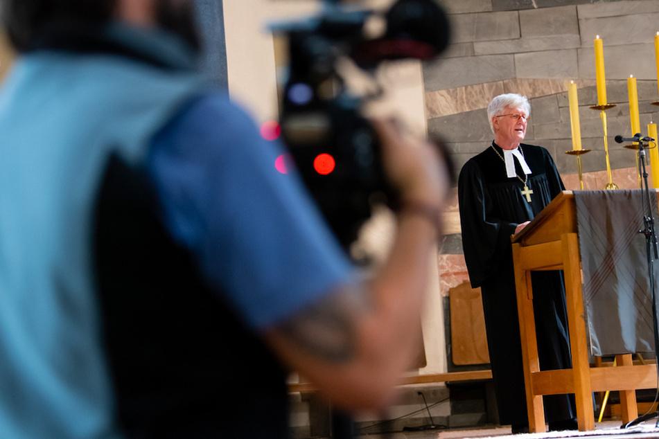 Heinrich Bedford-Strohm, Landesbischof der Evangelisch-Lutherischen Kirche in Bayern, hält einen Gottesdienst in der fast menschenleeren St. Matthäuskirche.