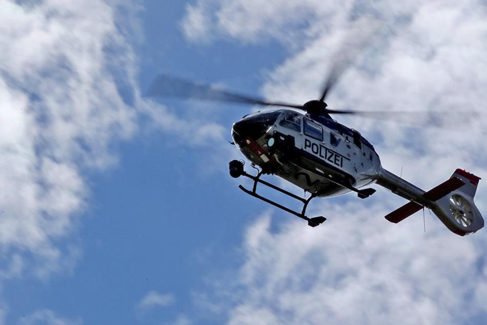 Mit der Unterstützung durch einen Polizeihubschrauber suchten die Einsatzkräfte am Mittwoch in Bad Düben nach einem Mädchen. (Symbolbild)
