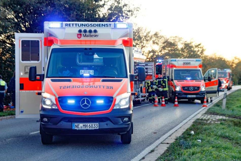 Rettungskräfte versuchten vor Ort das Leben des Mannes zu retten.