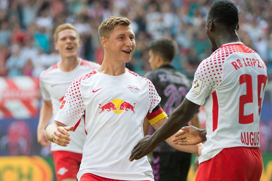 Kapitän und Abwehrchef Willi Orban (l.) hat seinen Vertrag bei RB Leipzig vorzeitig bis 2022 verlängert.