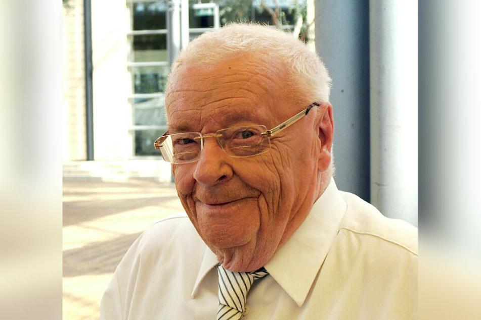 """Manfred Uhlig wurde 1978 mit dem Kunstpreis der DDR und 2017 mit der """"Goldenen Henne"""" geehrt."""
