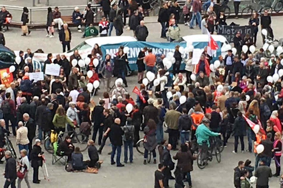 Mehr als 100 Personen nahmen an der Demonstration teil.