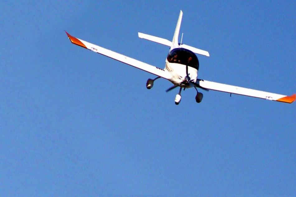 Sicht zu schlecht: Flugzeug muss auf Feld notlanden