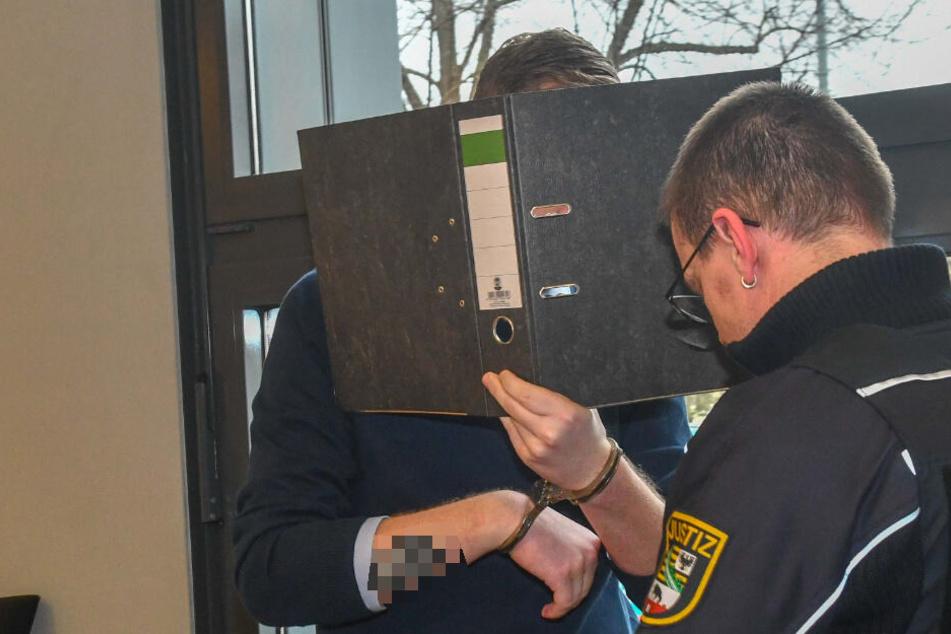 Erzieher John E. (26) wurde zu sieben Jahren Haft verurteilt.
