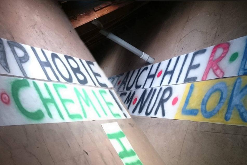 """""""Dank Ösi's jetzt auch hier die Bullenphobie, in Leipzig trotzdem nur Lok und Chemie!"""" - dieses Banner wurde vom Verein verboten."""