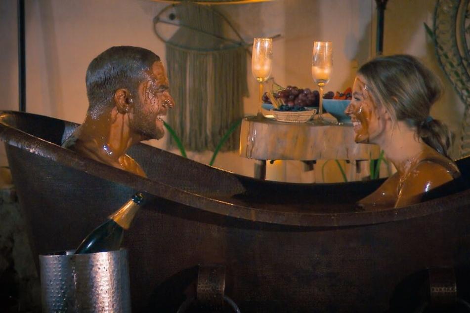 Die gute Wio ist hin und weg vom süßen Bad (Foto: TVNOW).