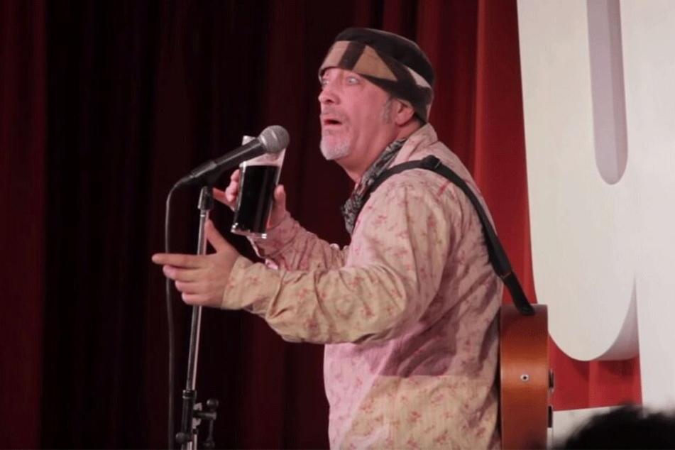 Komiker stirbt auf der Bühne: Zuschauer lachen einfach weiter