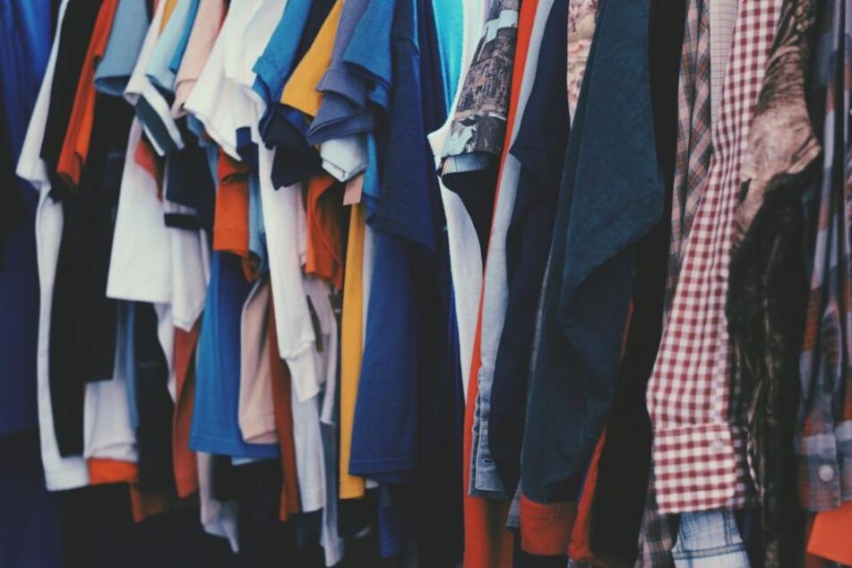 Die Möglichkeiten Altkleider sinnvoll und nützlich zu verwerten sind vielfältig.