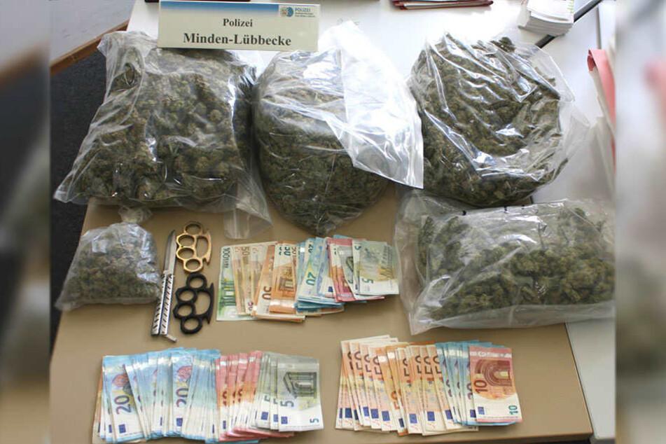 Bei der Festnahme des Dealers konnten die Ermittler Drogen und Dealgeld sicherstellen.