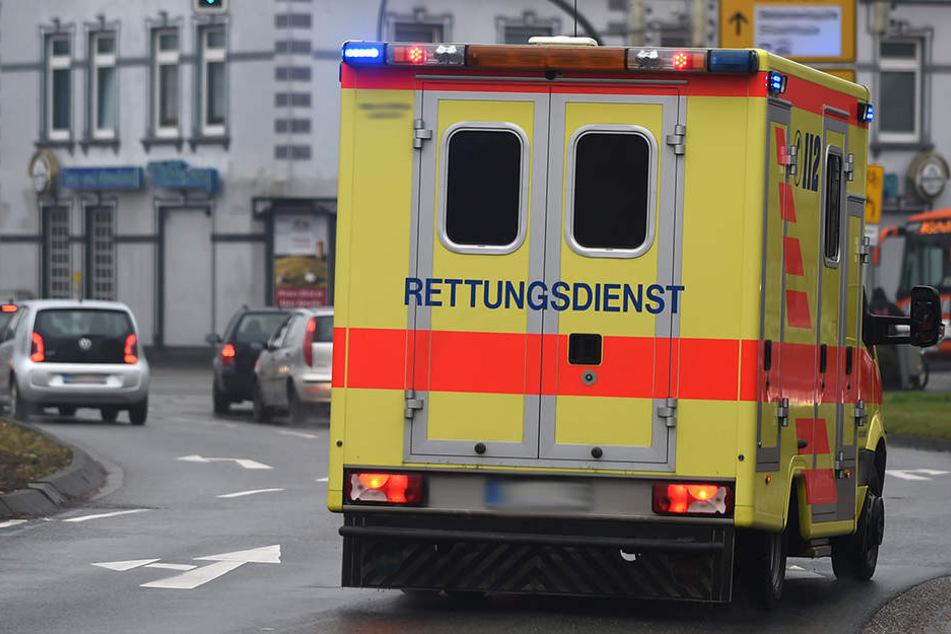 Ein Bielefelder (40) crashte mit seinem Kleintransporter in einen Krankenwagen.