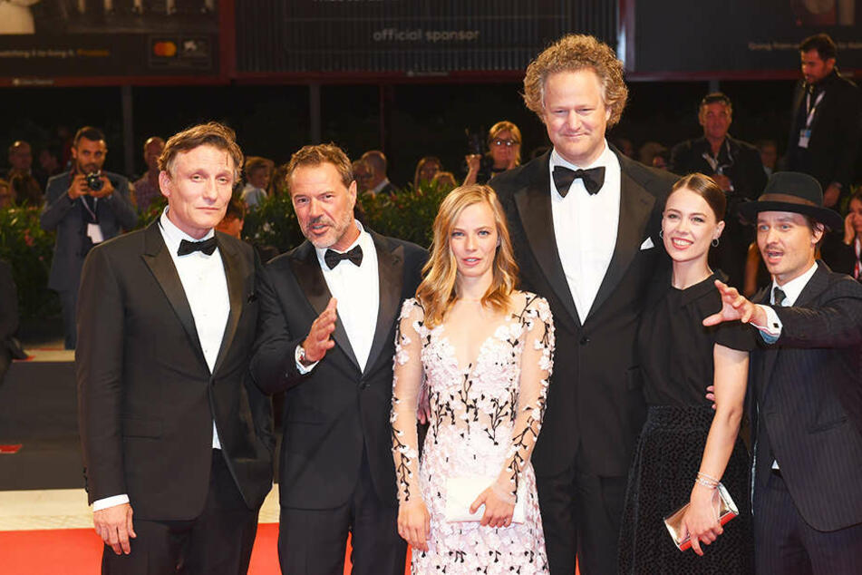 """Er überragt sie alle: Regisseur Florian Henckel von Donnersmarck ist mit seinen Schauspielern für """"Werk ohne Autor"""", eine in Dresden spielende Geschichte, für den Golden Globe nominiert."""