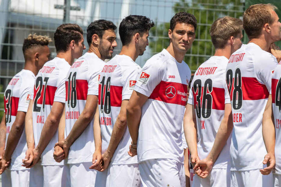 VfB-Verteidiger Marcin Kaminski (3.v.r.) feiert heute seinen 28. Geburtstag. (Archivbild)