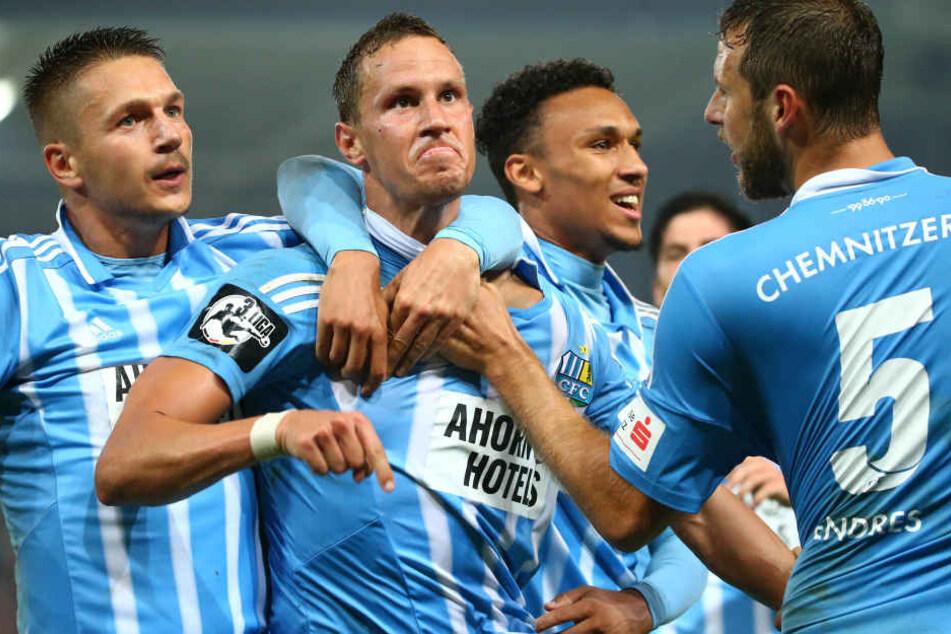 Selbst beim Jubeln sah man den Chemnitzern ihren Willen zum Sieg an. Dafür gibt's vom Trainer am Sonntag trainingsfrei.