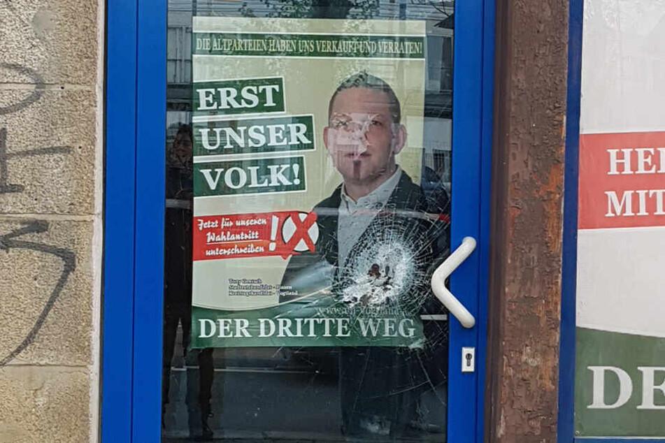 Auch eine Tür wurde bei dem Angriff beschädigt.