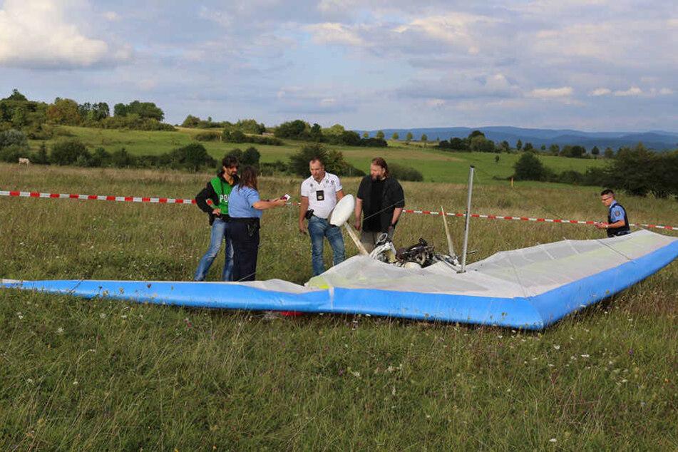 Bei dem Absturz eines Ultraleichtflugzeugs kam am Sonntag der Pilot ums Leben.