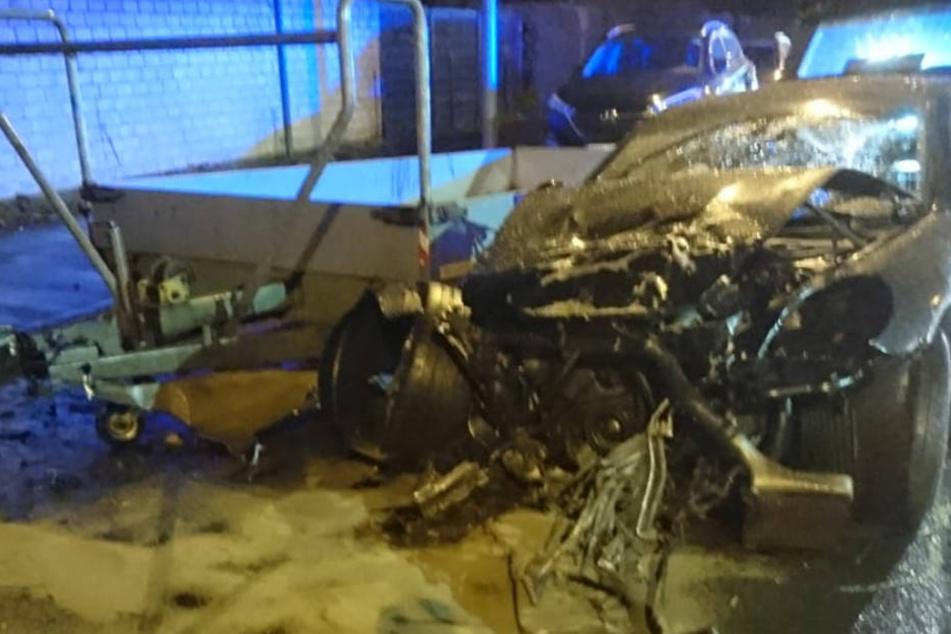 Das Auto des 18-Jährigen nach dem Unfall.
