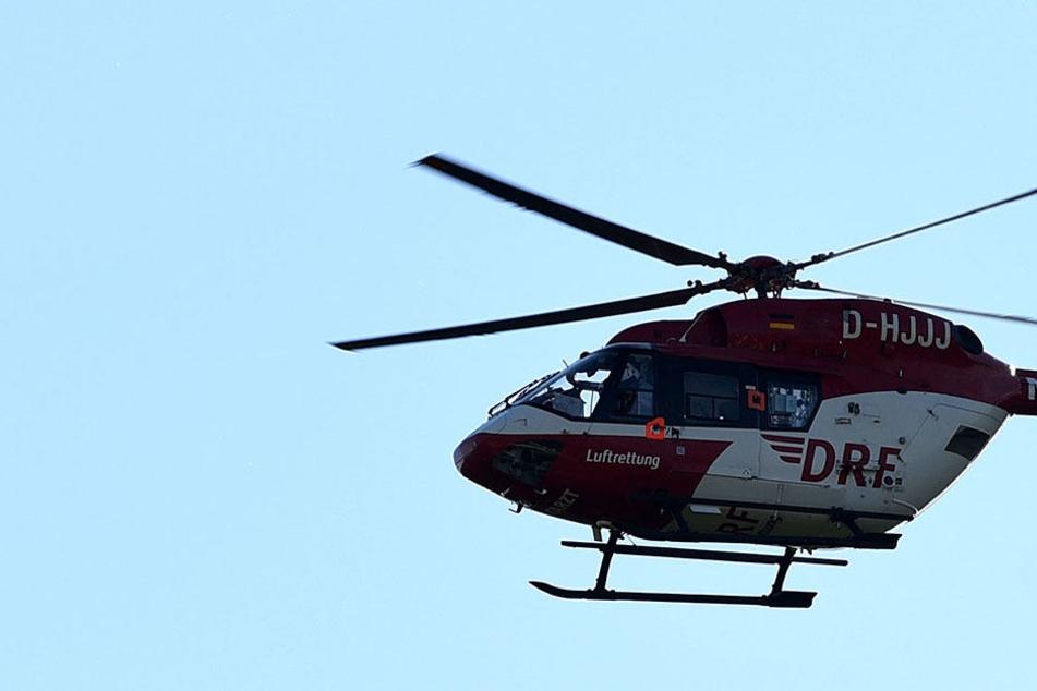 Vierjähriger stürzt aus Fenster und fällt fünf Meter in die Tiefe