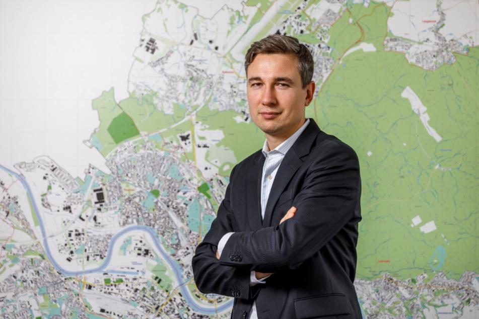 Baubürgermeister Stephan Kühn (41, Grüne) schaltet sich am Neumarkt ein.