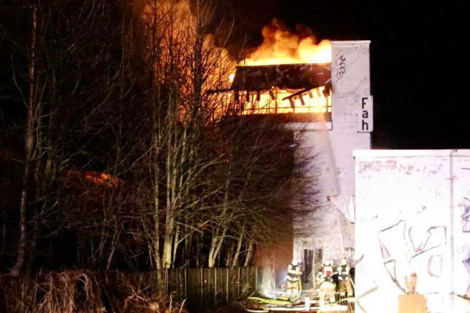 Brandstiftung im alten Stellenwerk? Feuerwehr musste Einsatzort suchen