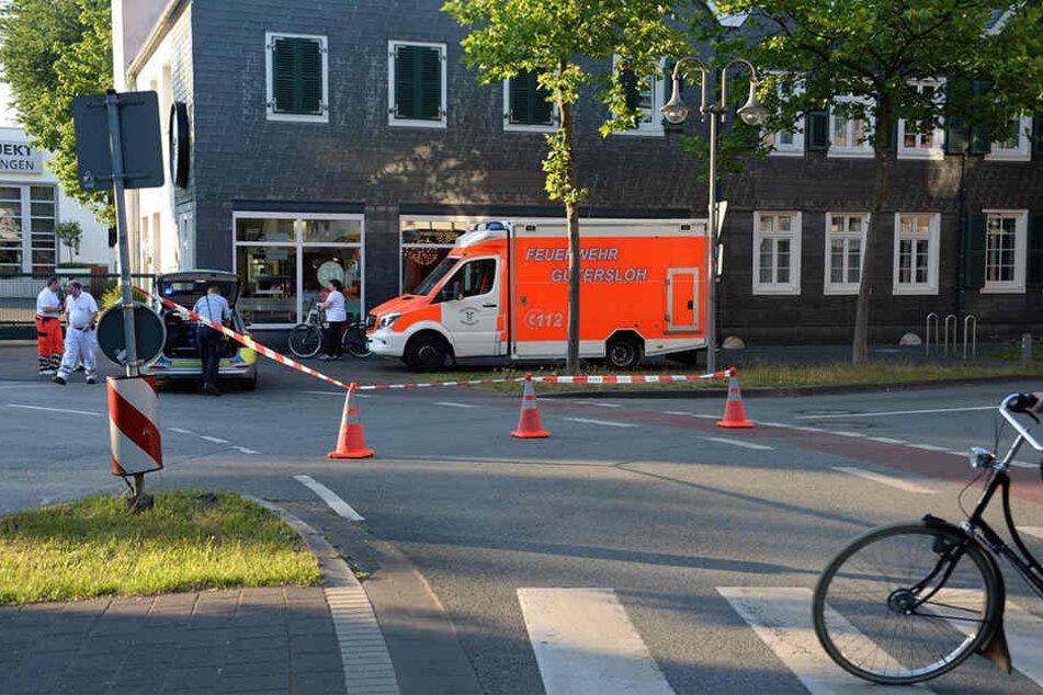 Neben den Feuerwehrmännern waren auch Sanitäter im Einsatz.