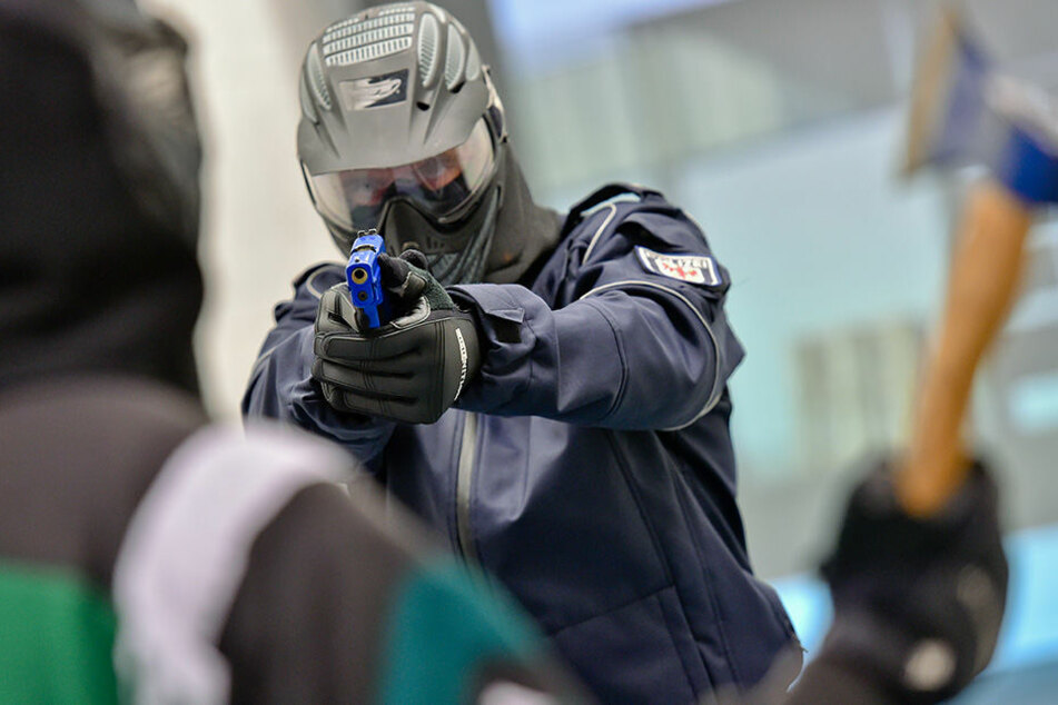Nach Randale: Beil-Attacke auf Polizisten