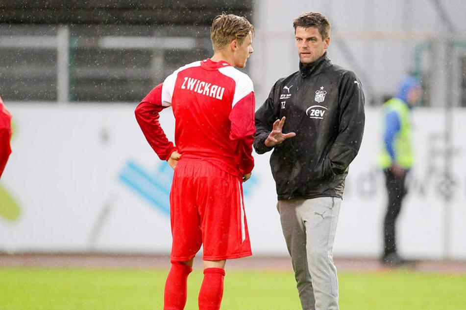 FSV-Coach Torsten Ziegner (r.) sprach in Münster lange mit Neuzugang Bentley Baxter Bahn.