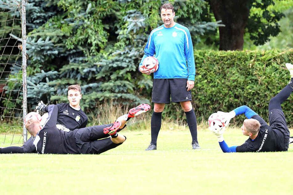 Thomas Köhler, der Towarttrainer: Beim CFC kümmert er sich um die Keeper Florian Sowade, Lucas Hiemann und Jakub Jakubov (v.l.).