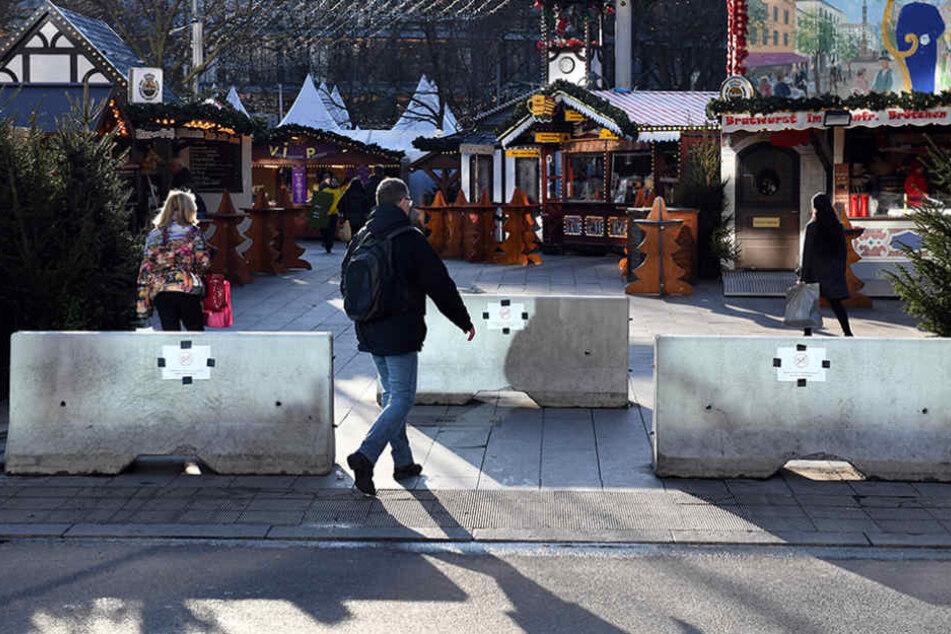 Poller begrenzen den Zugang zum Weihnachtsmarkt am Berliner Breitscheidplatz.