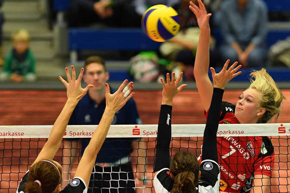 Dominika Strumilo (r.) beim 3:0-Sieg gegen Suhl im Angriff. Gewinnt die Belgierin auch in Münster?