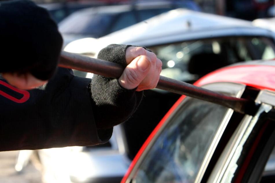 In Auerbach wurde in mehrere Autos eingebrochen.