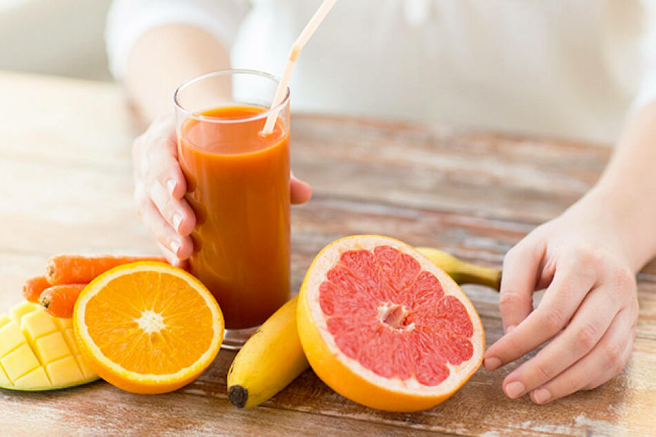Gesund Ernähren: Vitamin C (Orangen) und Betacarotin (Möhren) bereiten die Haut  auf die Sonne vor.