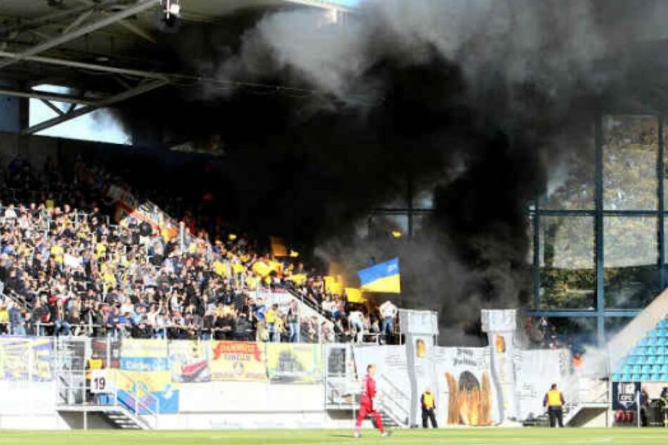 Im Regionalligaspiel zwischen dem CFC und Lok am 29. September zündeten die Leipziger Fans Pyrotechnik im Gästeblock an. Chemnitz gewann damals mit 3:1.